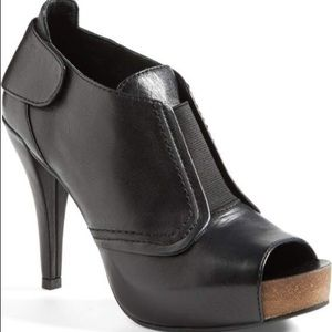 Vince Camuto Pernot leather peep toe bootie